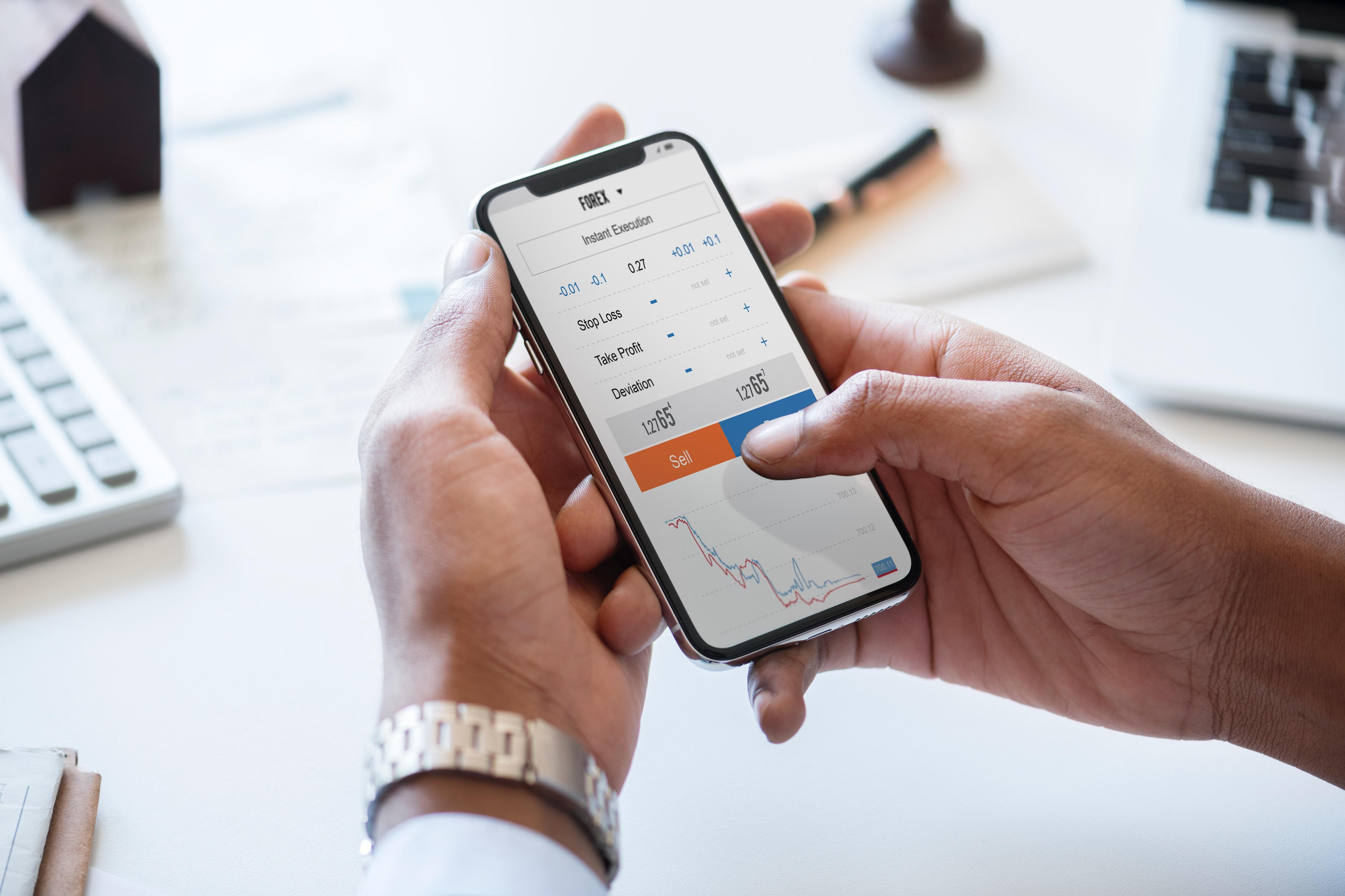 Aplikacje na telefon pomagające w zarządzaniu pieniędzmi